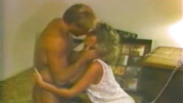 Mofos-Stud JMac beschließt, seine Frau mit der schönen hd pornos reife frauen Latina Magd zu betrügen