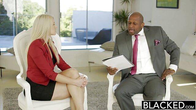 Sexy Blondine gibt reife frauen in pornos BF starken Orgasmus