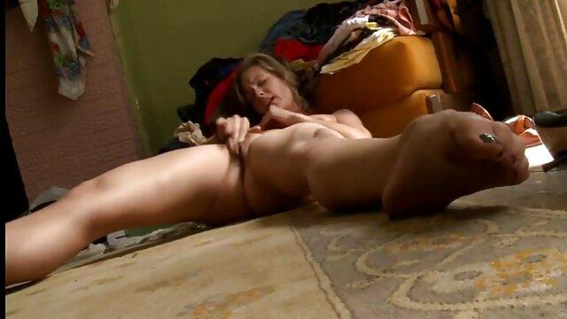 Busty Mom Masturbiert Mit Spielzeug, Solo pornos reif