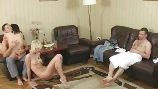 Prinzessin Valerie erstickt Smirni in kostenlose pornos mit frauen ab 50 weißen Strumpfhosen.