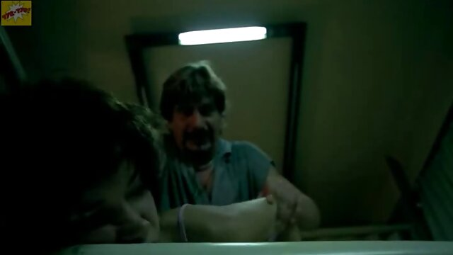 Izzy Swiift wird in einem Whirlpool gefickt. xxx reife frauen