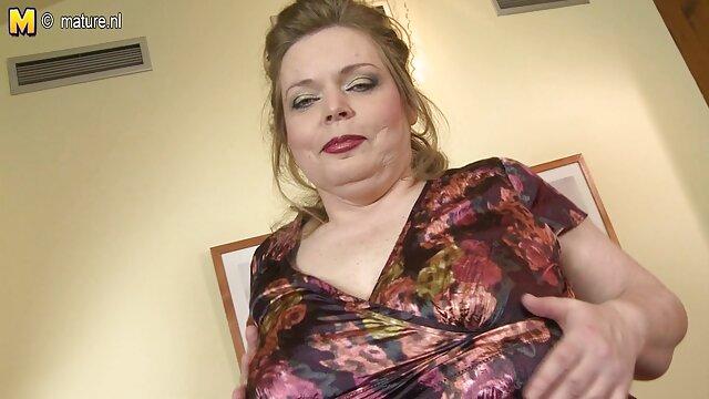 Nadia wird bequem und spielt mit sich selbst auf gratis porno ü50 webcam-Cookie Wimpern