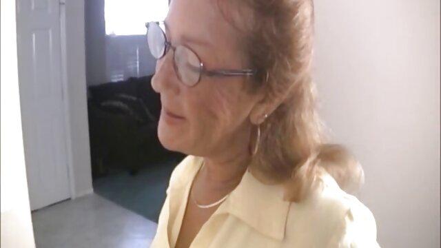 Stiefmutter lehrt Stiefsohn, wie man eine Erektion loswird pornos mit frauen ab 50 @SiaBigSexy