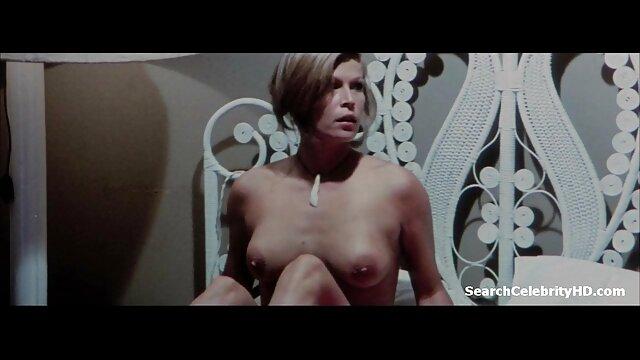 Beobachten porno free reife frauen Sie, wie Sie geil wird und Finger ihre rasierte Muschi