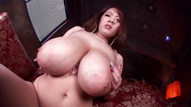 ChickPass-Geile reife sex hd hottie steigt aus mit zwei dildos
