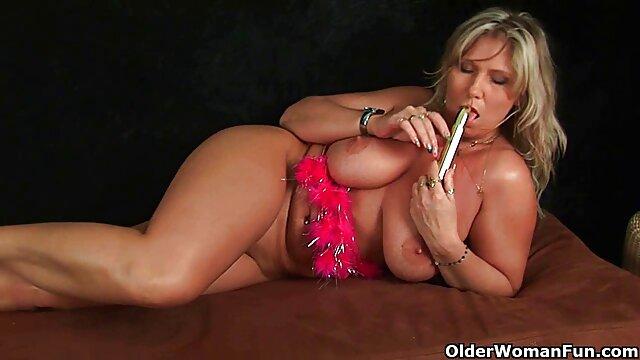 Ladybug Busty Liebt reife deutsche frauen porn ihre Spiele, während sie ihren Schwanz bläst