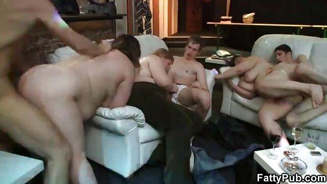 Petite latina maoning pornos von älteren frauen wie eine kleine Schlampe