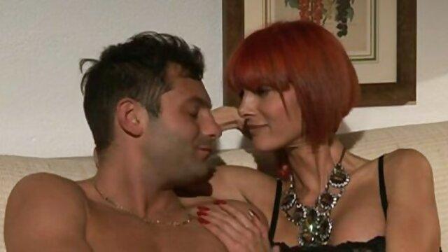 Brazzers-Wird hart, während Er seine heiße ältere pornos Stieftochter Bella Rose in der Dusche beobachtet