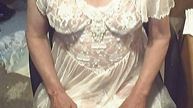 gehorsame kleine Schlampe zeigt Ihnen, wie gut sie reife domina porno ist / romantische Lesben